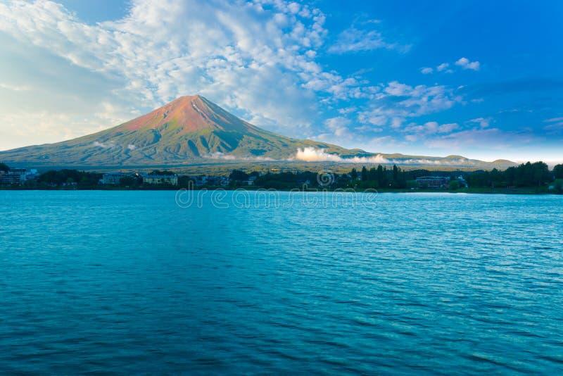 Kawaguchi H för blå himmel för morgon för sjöMount Fuji sikt royaltyfri fotografi