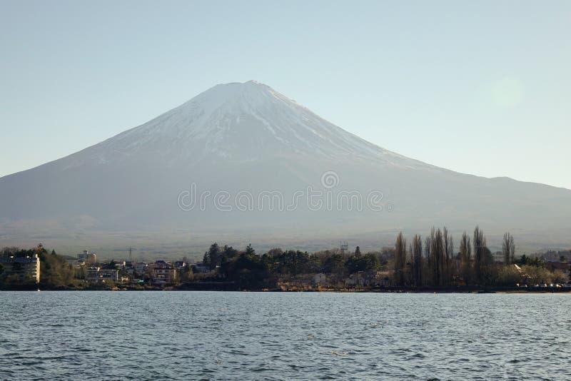 Kawaguchi sjö och Mount Fuji i Japan royaltyfri foto