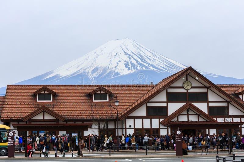Kawaguchiko järnvägsstation för landskap av Mt fuji fotografering för bildbyråer