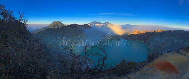 Kawah伊真火山全景美好的风景视图  库存图片