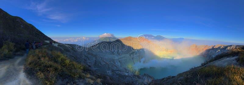 Kawah伊真火山全景美好的风景视图  免版税库存照片