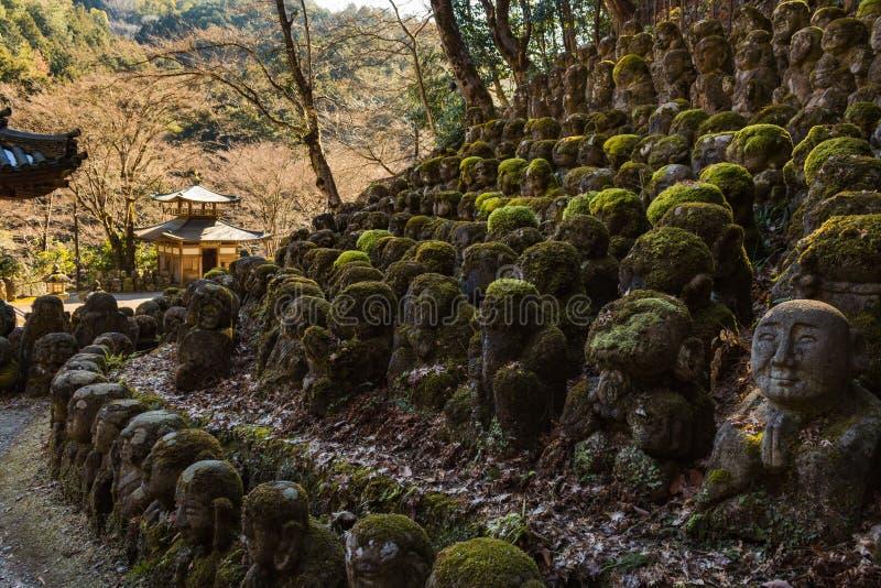 Kawaii buddhas małe statuy w Otagi Nenbutsu-ji świątyni w Kyoto obraz royalty free