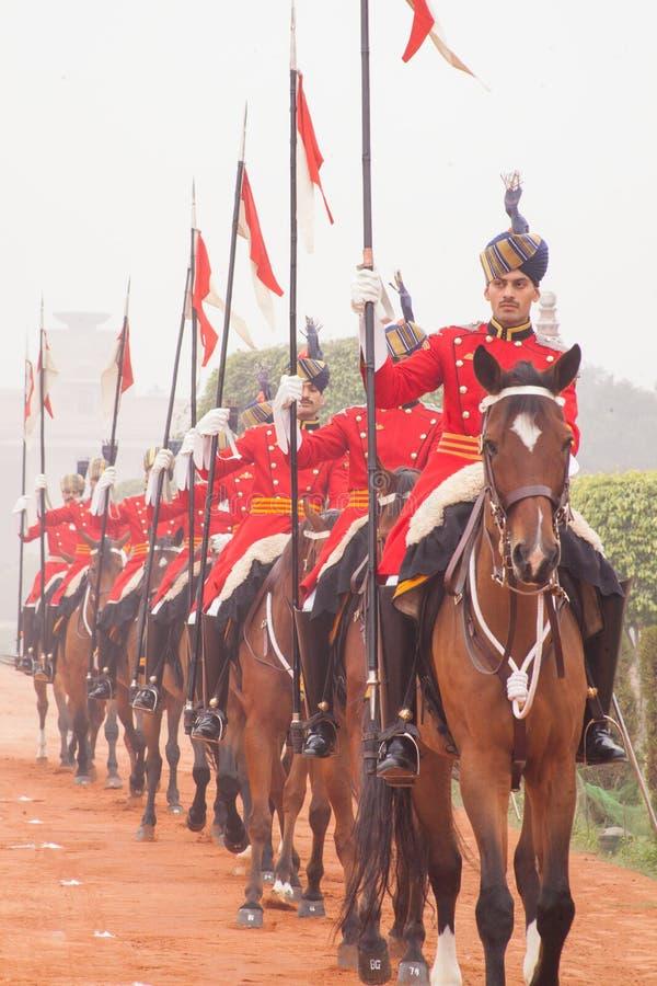 Kawaleria jedzie out od prezydentów pałac w czerwień mundurze obrazy stock