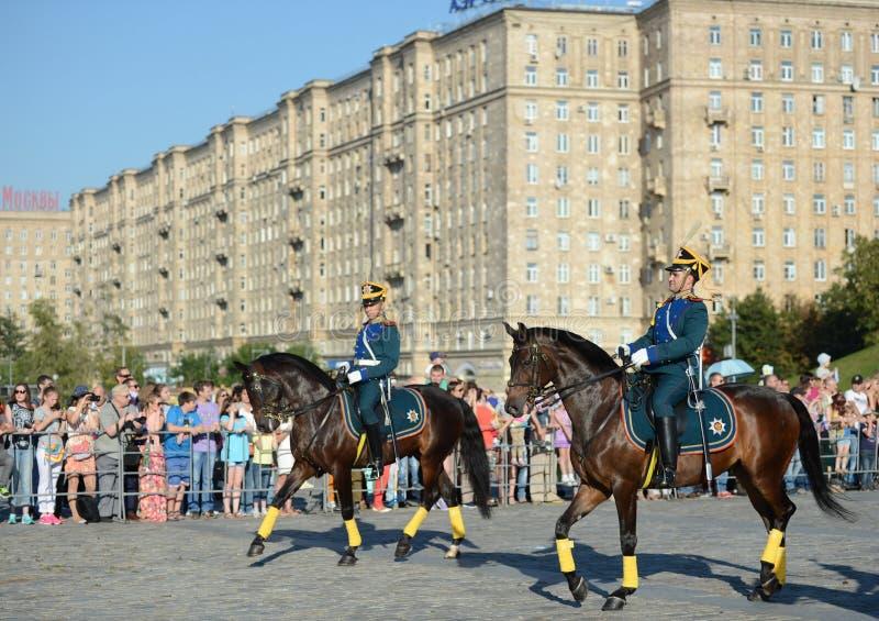 Kawalerii honorowa eskorta Prezydencki pułk i Kremlowska Jeździecka szkoła na Poklonnaya wzgórzu wykonuje na cześć zdjęcia royalty free
