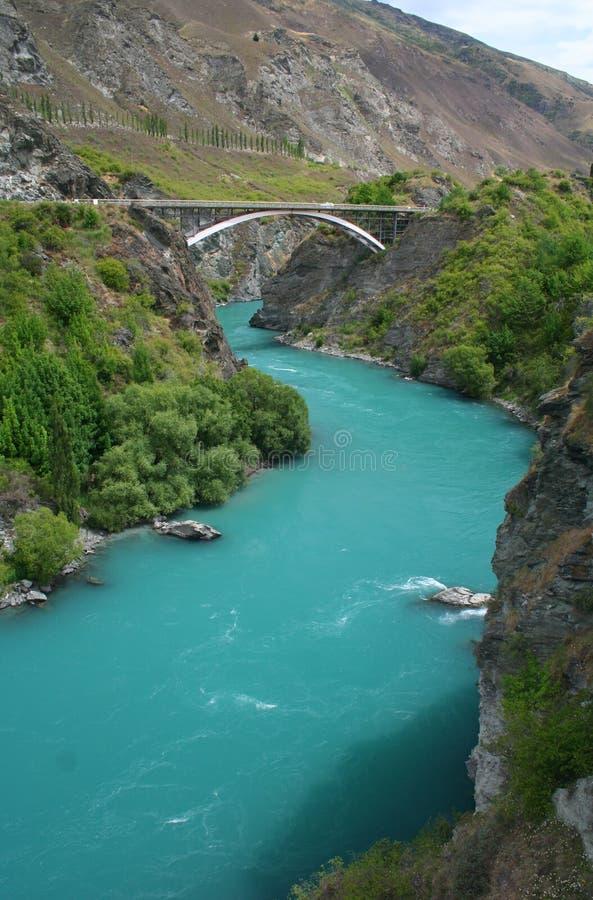 Kawarau Fluss nahe Queenstown in Neuseeland lizenzfreie stockfotografie