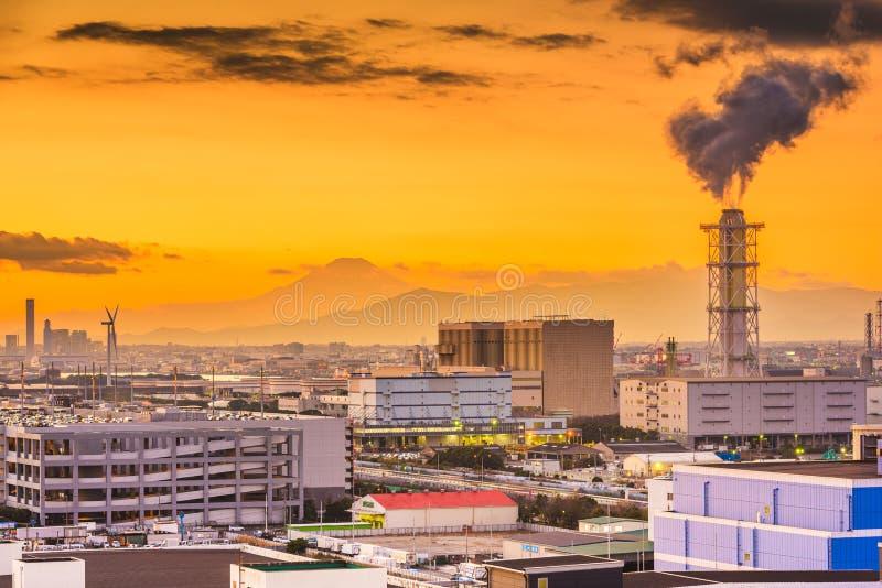 Kawasaki, Japan fabriker och Mt fuji arkivfoto