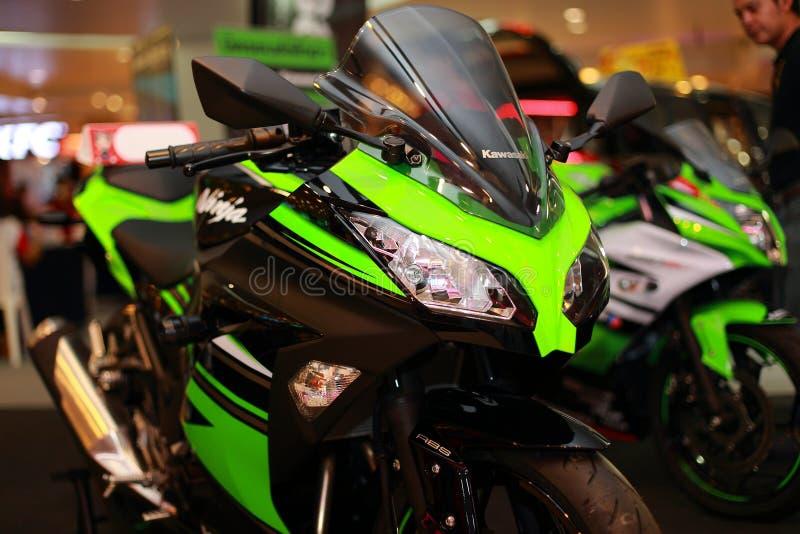 Kawasaki Ninja 300 fotografering för bildbyråer