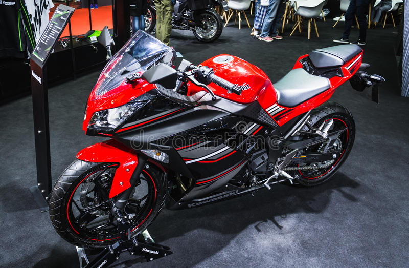Kawasaki Ninja 300 royaltyfri fotografi