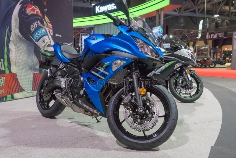Kawasaki Ninja 650 på skärm arkivbild