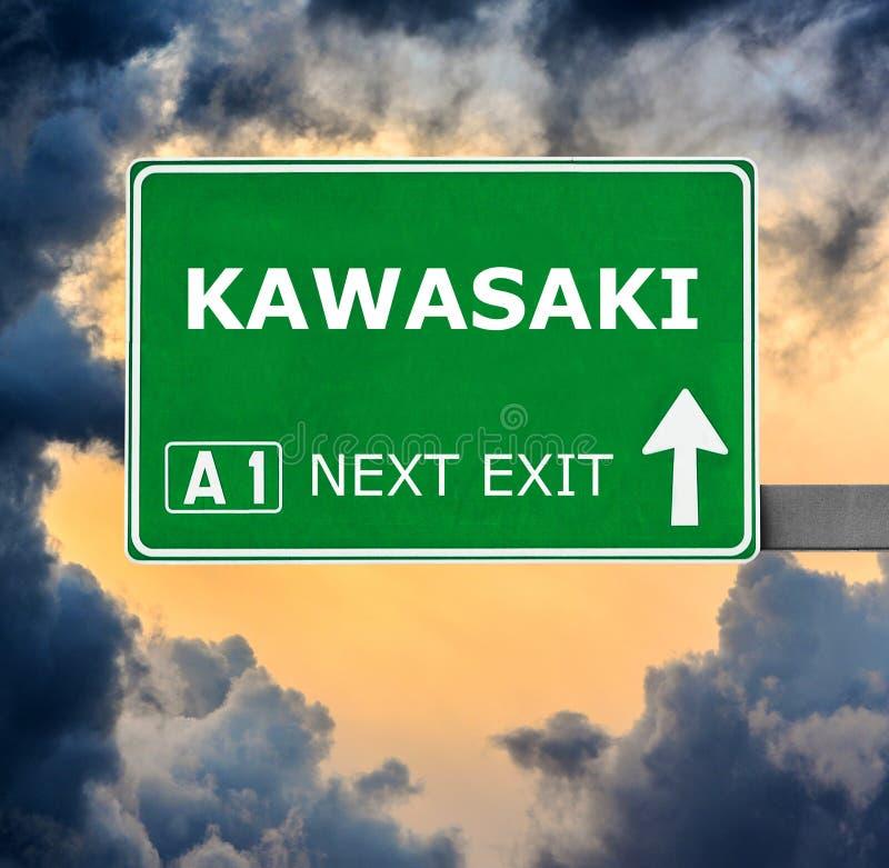 KAWASAKI-Verkehrsschild gegen klaren blauen Himmel stockbild