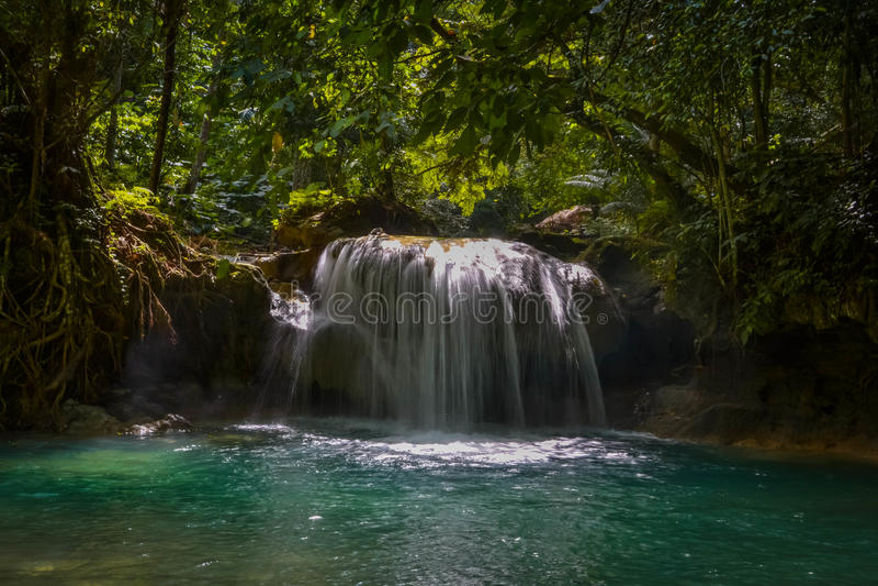 Kawasan vattenfall arkivbilder
