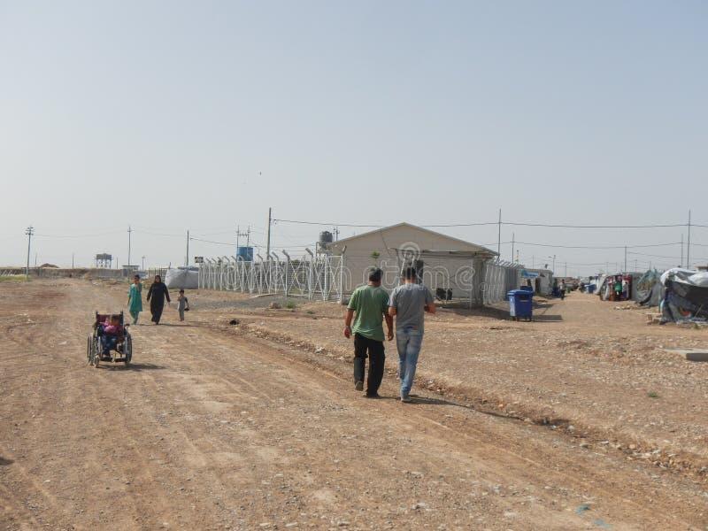 22 05 2017, Kawergosk, Iraque : O campo de refugiados abarrotado em Iraque com os refugiados que fogem de É ou estado islâmico imagem de stock royalty free
