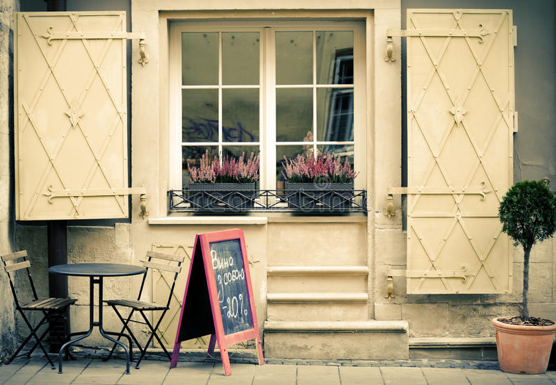 Kawiarnia na ulicie w Lviv mieście zdjęcia royalty free
