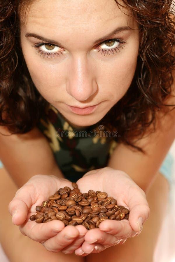 kawowa dziewczyna groszkuje przedstawienie obrazy stock