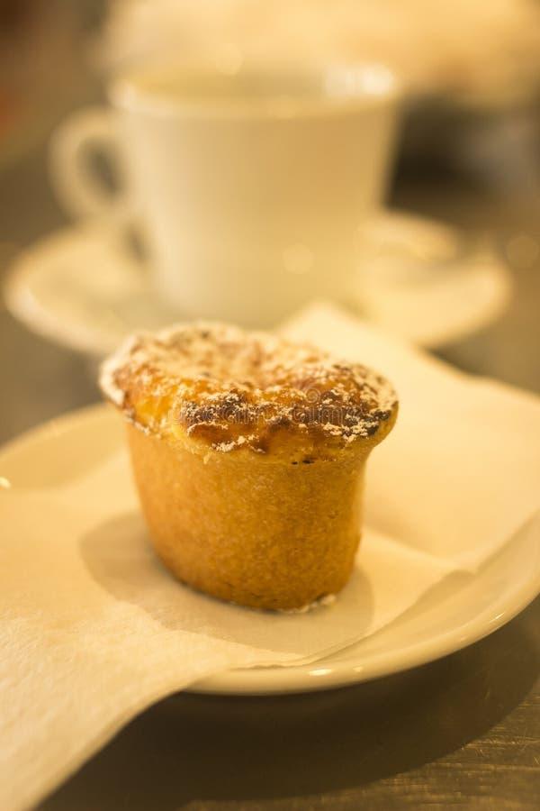 Kawowa expresso filiżanka i tort kawiarni restauracyjny bar obrazy royalty free