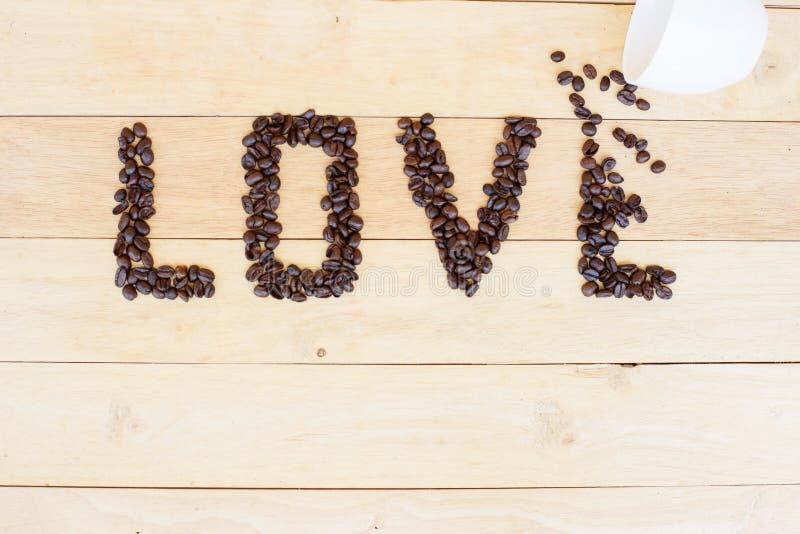 Kawowa fasola w miłości słowie zdjęcie royalty free