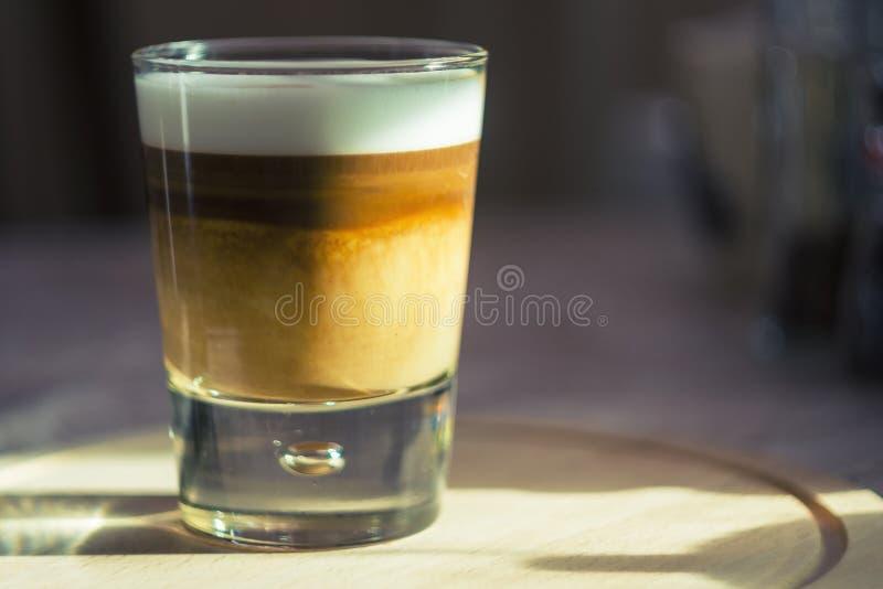 Kawowa latte macchiato filiżanka obraz stock