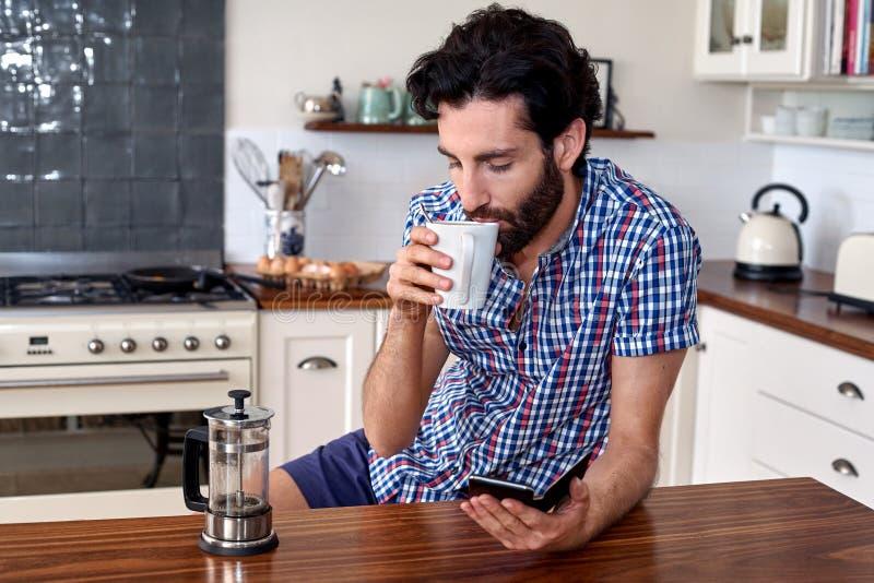 Kawowa mężczyzna kuchnia obraz royalty free
