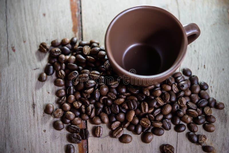 Kawowe fasole i filiżanka obrazy stock