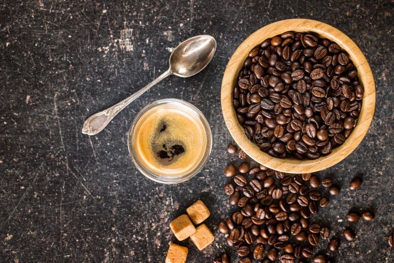 Kawowe fasole i kawy espresso kawa zdjęcia royalty free