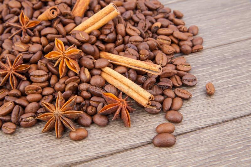 Kawowe fasole i pikantność zdjęcie stock