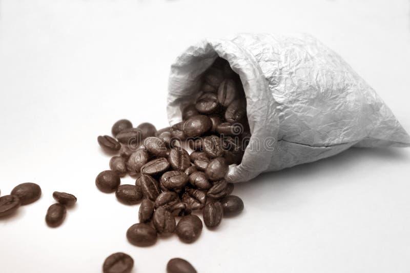 Kawowe fasole w torbie obraz royalty free