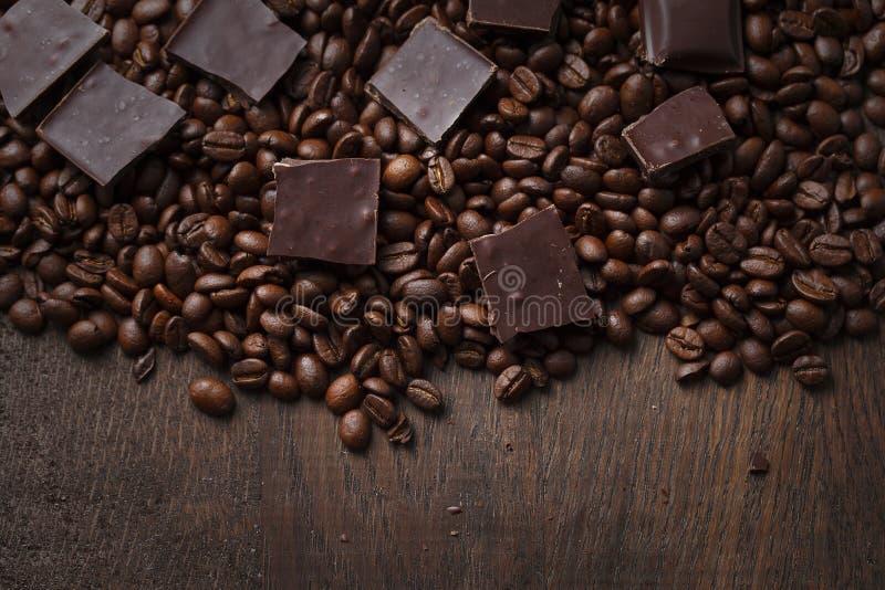 Kawowe fasole z czekoladą obraz royalty free