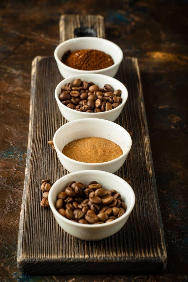 Kawowe fasole zmielona kawa i natychmiastowa kawa, fotografia stock