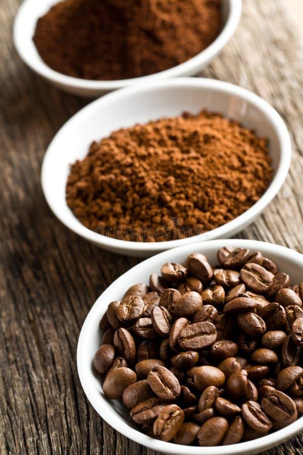 Kawowe fasole zmielona kawa i natychmiastowa kawa, obraz stock