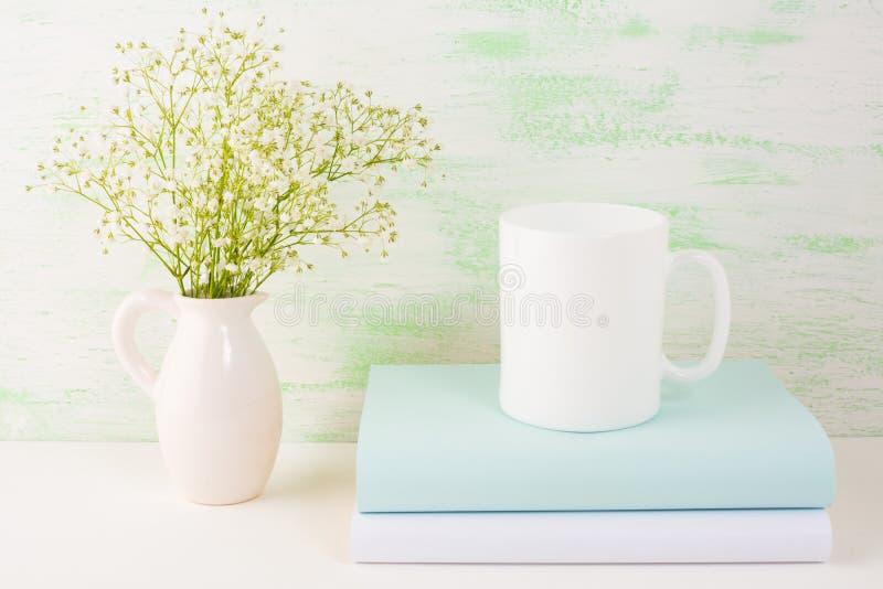 Kawowego kubka mockup jasnozielony obraz stock