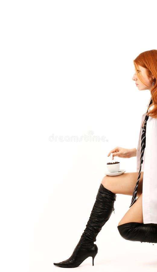 kawowej dziewczyny z włosami czerwoni potomstwa zdjęcia stock