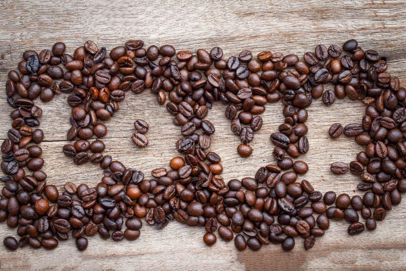 Kawowej fasoli miłość Na drewnianej podłoga fotografia royalty free
