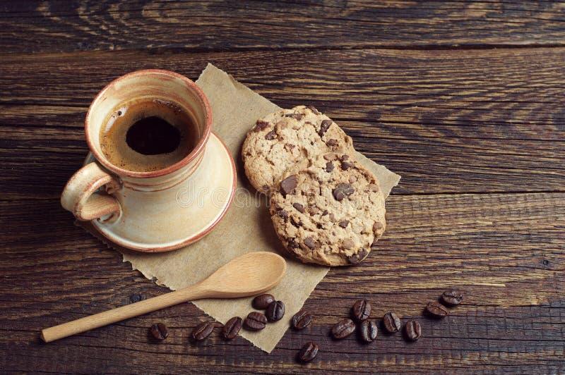 Download Kawowi I Czekoladowi Ciastka Zdjęcie Stock - Obraz złożonej z ciastka, kawa: 53780270