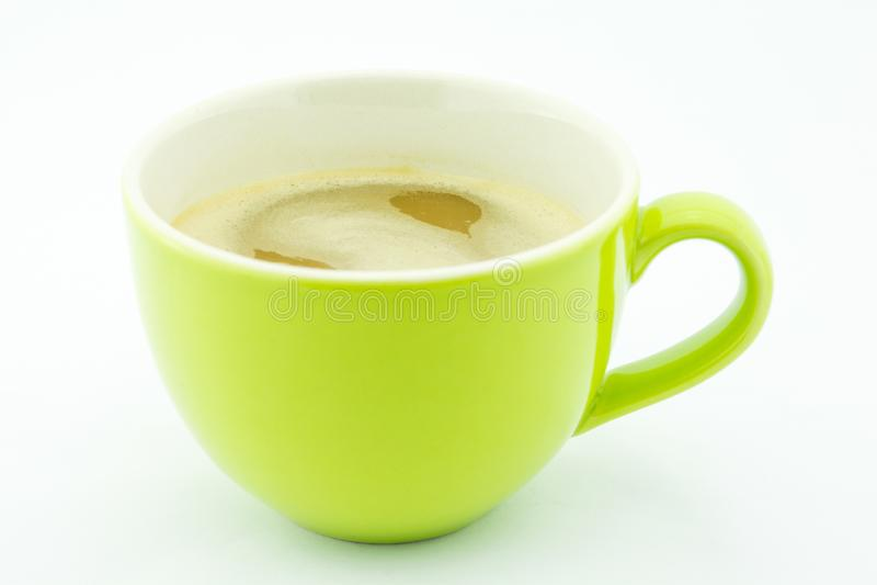 Kawowy cappuccino w zielonej filiżance na bielu zdjęcie royalty free