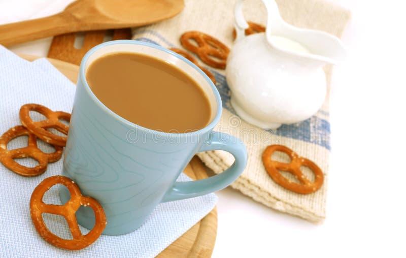 kawowy ciastek filiżanki mleko zdjęcia royalty free