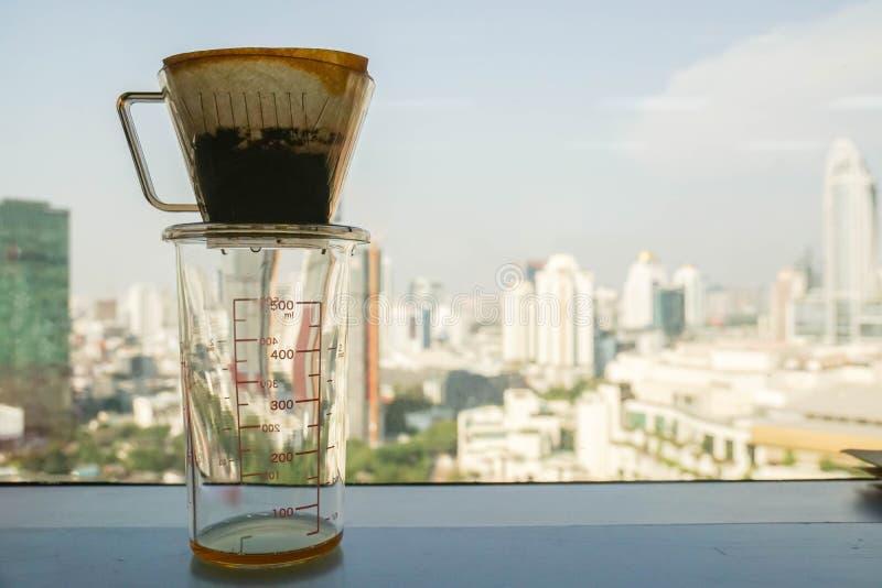 Kawowy filtr dla rzemiosła parzenia napoju dla chłodzić zdjęcia stock