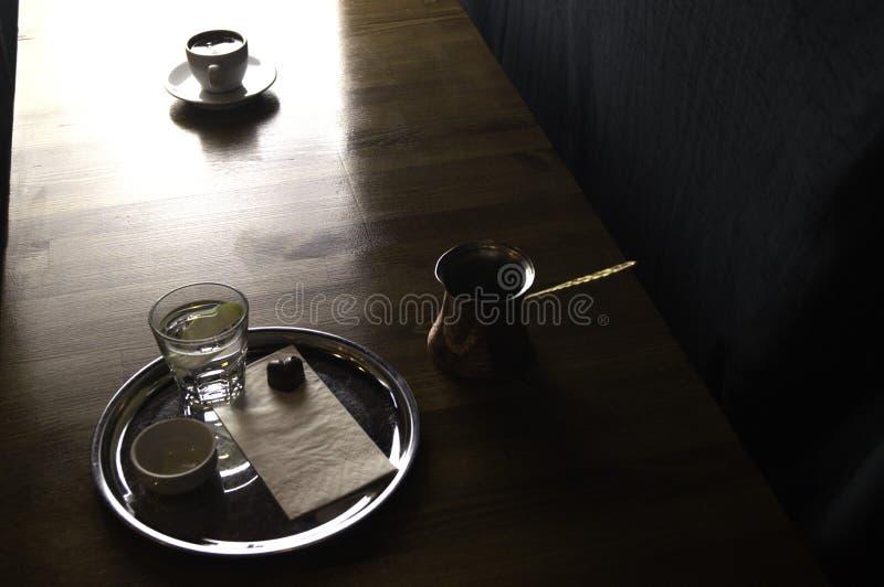 kawowy garnek z czekoladą i filiżanka kawy zdjęcia royalty free