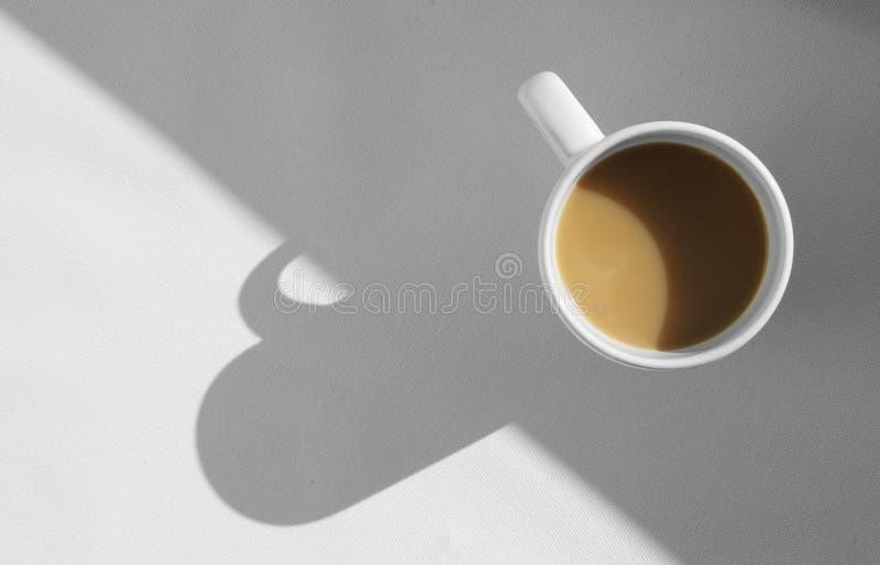 Kawowy kubek z cappuccino, nad widok obrazy royalty free