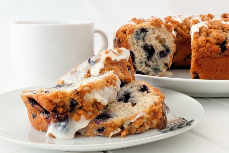 Kawowy tort na białym talerzu, zamyka w górę stołowej sceny obrazy stock