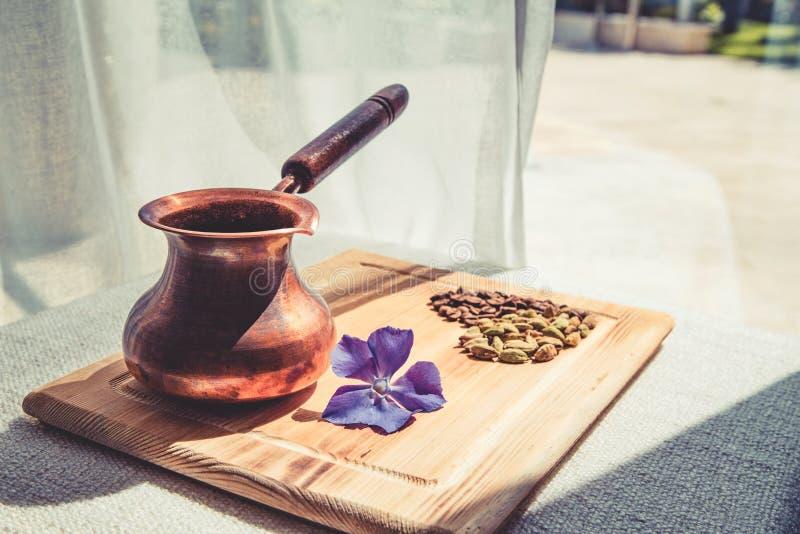 Kawowy turek, kwiat, kaw ziarna zdjęcia stock