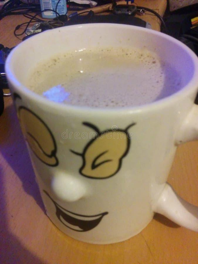 Kawowy uśmiechnięty kubek zdjęcia royalty free