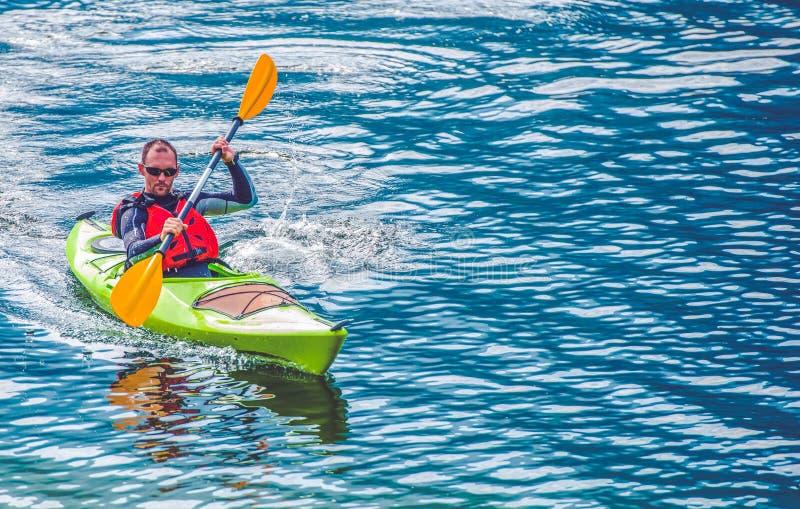 Kayak湖游览 免版税图库摄影