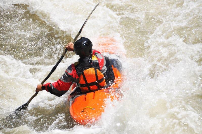 Kayak fahren als Extrem- und Spaßsport stockfoto