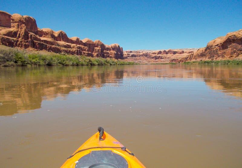Kayak lungo il fiume Colorado fotografia stock