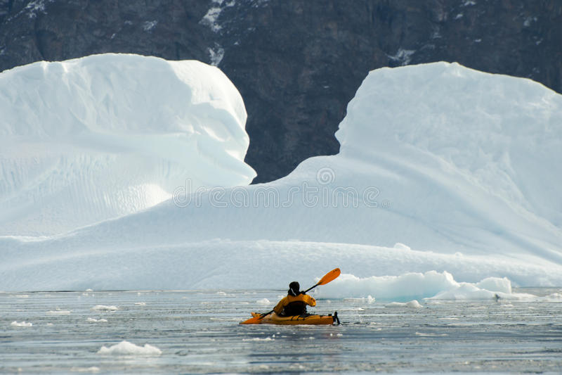 Kayak nell'Artide immagine stock libera da diritti