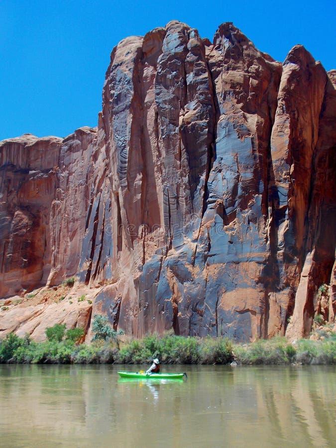 Kayak sur le fleuve Colorado image libre de droits
