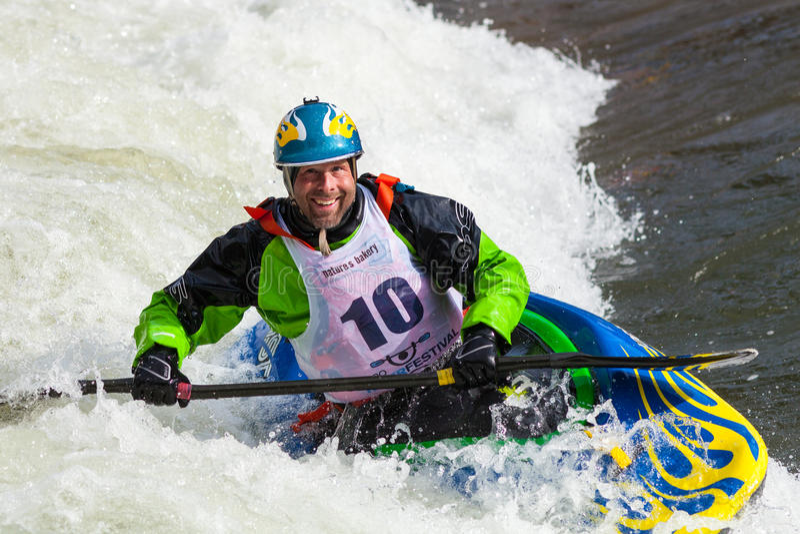 Kayaker de style libre photographie stock