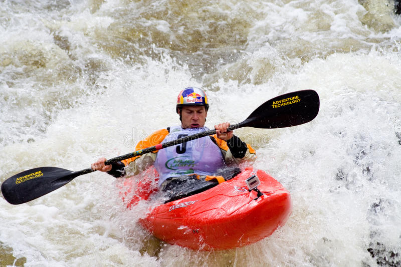 Kayaker de Whitewater foto de stock