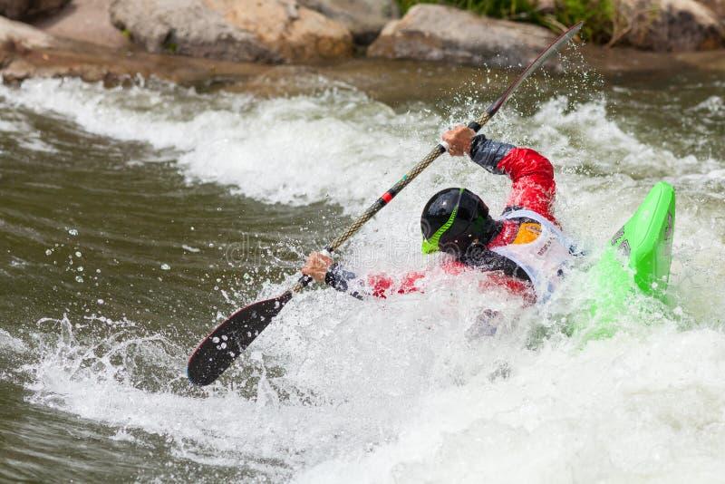 Kayaker del estilo libre foto de archivo