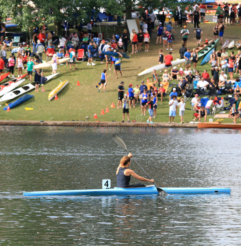 Kayaker fêmea fotos de stock royalty free